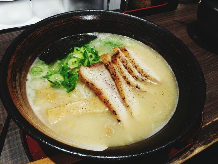 일본가면 꼭 먹어야지했던 라멘 ♡ 맛있어요 토핑도훌륭하고 차슈도 짱굵네요 또가서 먹고싶다~ 일본 고베 라멘
