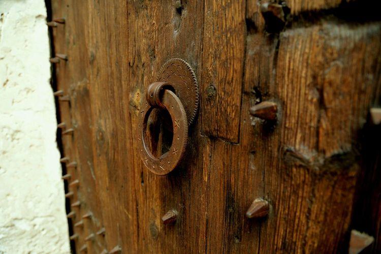 EyEmselect Hobbyphotography Streetphotography Historic Doors Wood - Material Rusty Door Old-fashioned Close-up Door Knocker Door Handle Front Door Open Door Locked Entryway Doorknob Closed Door Closed First Eyeem Photo EyeEmNewHere