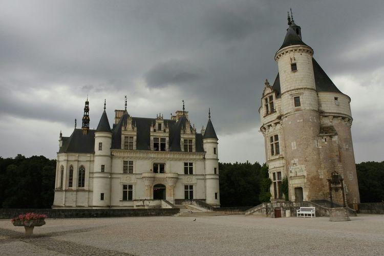 Amazing Architecture Chenonceau Château De Chenonceau Chenonceaux Castle Castles Buiding Buildings Architecture Architecture_collection