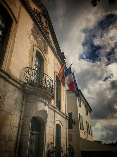 Hotel de ville Official Building Building Architecture Built Structure Building Exterior Low Angle View Sky Cloud - Sky Building No People Day Flag City Outdoors