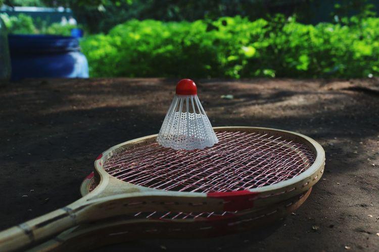Sports Sport Equipment Equipment Racket Sport Racket Wooden Redhead Red Top Badminton Badminton Racket Badminton. Retro Styled Retrostyle Retro Game Sport Games Light And Shadows Glare
