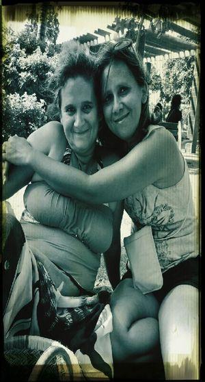 Eux des soeurs insséparables , elles s' aime elles se connaissent elles se parles sa fait deja 44ans , sœur pour un jour sœur pour toujours ♥ First Eyeem Photo