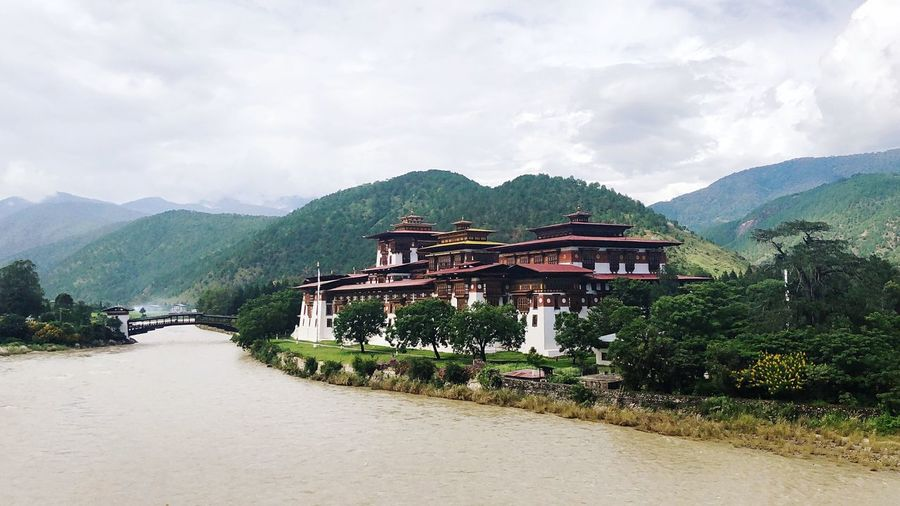 #punakhadzong #Bhutan #punakhafortress Bhutan Fortress Moontravelling Cloud - Sky Plant Mountain Sky Beauty In Nature Travel Destinations Outdoors