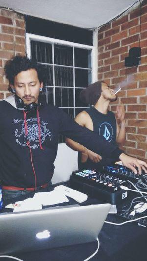 Lo mejor de mi vida es que sé que estoy perdiendo... Pero si hay techno pues me voy al infierno bailando... Techno tech house Techhouse I Love Techno MinimalTechno