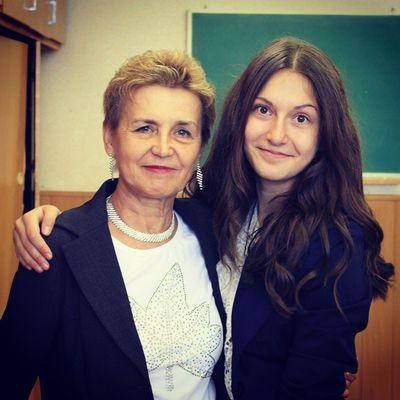 Любимая Марина Федоровна!!Сколько она натерпелась от нас. Памятник ей надо поставить.любимая классная