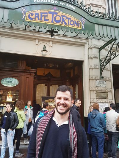 Visita obrigatória de BA #buenosAires #JustMe #travel Portrait Smiling Enjoyment Adults Only People Looking At Camera Fun Cheerful History Outdoors Architecture Adult Front View