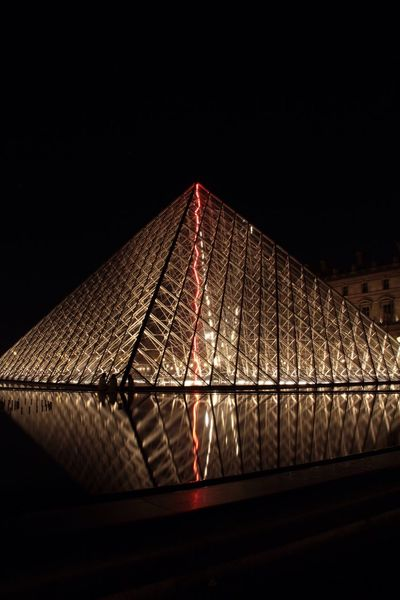Love light and red light in Paris Longexposurephotography Eyem Best Shots Reflection Eye4photography