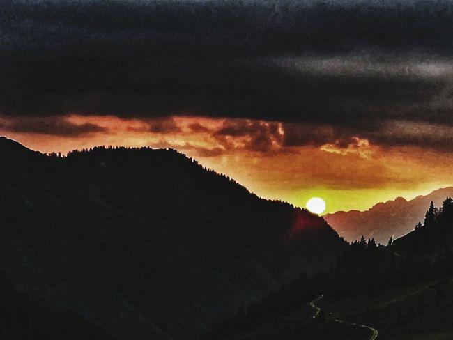 Sonnenuntergang Nature Outdoors Eyemphotography EyeEmNewHere Likeit Free Loveit Sun Summer Austria No People Pinzgau Traumhaft Schön Abendrot Wolken Astronomy Star - Space Space Mountain Awe Sunset Winter Silhouette Tree Dramatic Sky