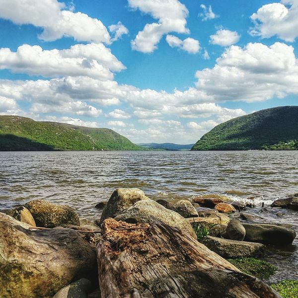 Cloud - Sky Day Outdoors No People Nature Landscape Water Lake Sky Beach Scenics Mountain Beauty In Nature Hudson River Hudson Valley Colorful Rocks And Water River Riverfront Sunny Day