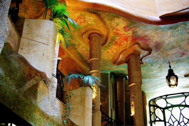 LA PEDRERA (Casa Milà) Main Entrance Antoni Gaudí Barcelona Cataluña Architecture Art Learn & Shoot: Simplicity