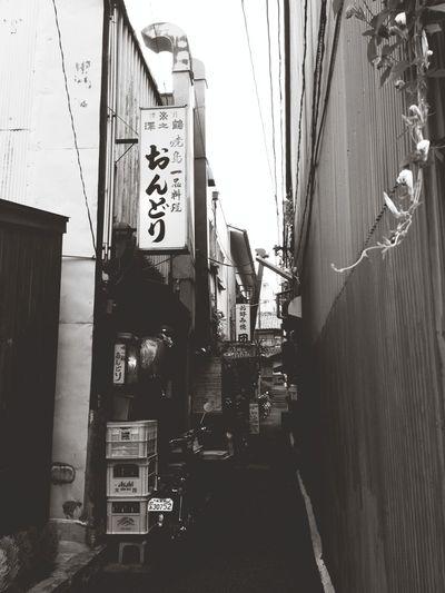 奈良町の路地。 この奥には色んな夢が広がっていそう