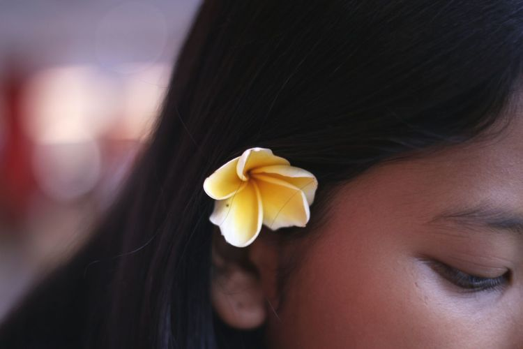Date on Nyepi Day Close-up One Person Human Body Part Day Flowerporn Flower Photography Photoshoot Natural Beauty Natural Light Portrait Natural Hair Frangipani Plumeria Bunga Kamboja Nature Live For The Story Out Of The Box EyeEm Selects Black Hair Indoors  Headshot Women Flower Head People