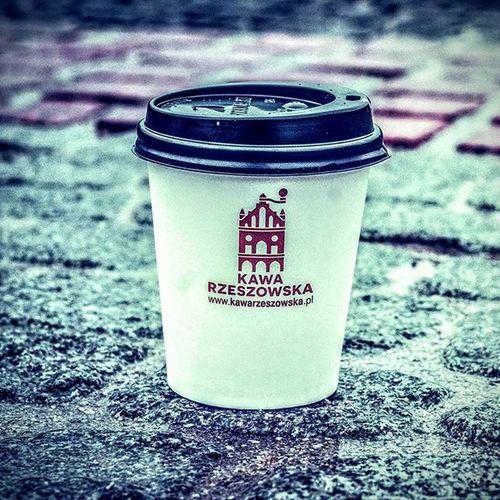 Gdy na zewnątrz szaro, buro to najlepszą metodą na poprawę nastroju jest Kawa Rzeszowska. Spotkacie nas zawsze po drodze czyli: CH Plaza w strefie Food Court oraz na ul. Kościuszki 3 w podwórzu. Kawanaporawenastroju Rzeszów Kawasamasięniezrobi . Rzeszów Coffee Coffeetime Barista Aeropress Mobilnakawiarnia Kawa Instamood Instagood Instalove Instacoffee Igersrzeszow Kawarzeszowska Coffebreak Coffeetogo Coffeelove Love Photooftheday Happy Bestoftheday Instamood Herbata kawarzeszowska kawiarnia chemex kawaswiezopalona