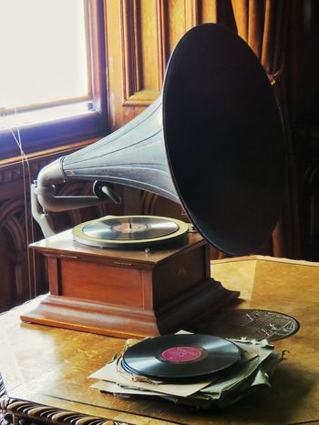 Gramophone Old-fashioned Retro Styled Antique Arts Culture And Entertainment Records Record Antique Antiquated Technology Antique Gramophone Antique Record Player EyeEm Gallery EyeEm Antique Eyeem Photography Eyeem Collection Music Old Old Records EyeEm Retro Lover Record Player Antique Furniture Antique Collection EyeEm Best Shots Eyem Gallery Old-fashioned