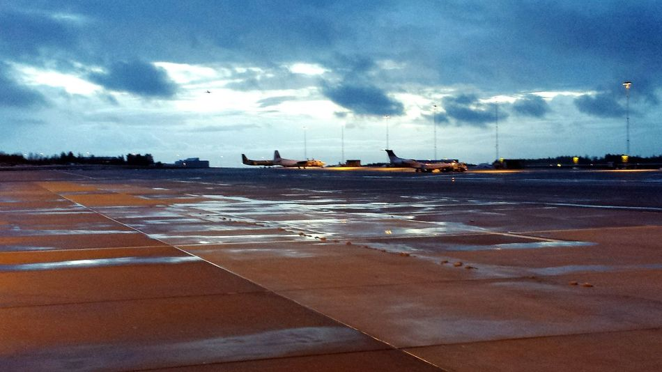 Apron Airport Airplanes Winter Waiting