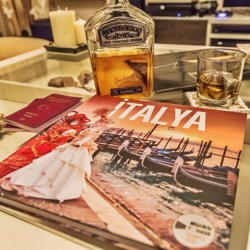 İtalya yolcusu kalmasın! Pazartesiye kadar Venedik, Floransa ve Roma ile ilgili tüm önerilere açığım.. Özellikle yemek ve fotoğraf ile ilgili olanlara! Alsancak Izmir Home Drinking