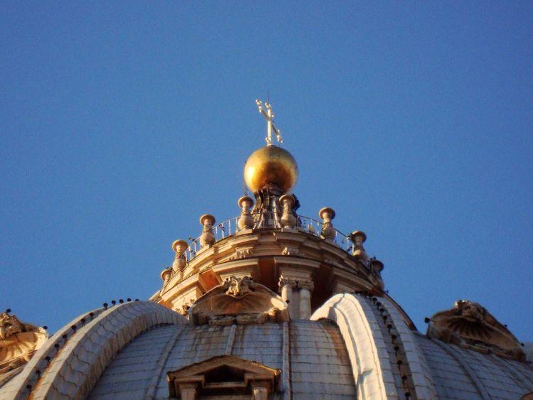 Cuppolone #roma  Roma SanPietro Perfectlight POV Perspective Blue Sky Architectural Detail VaticanCity Colorful City Monumental  Architecturephotography