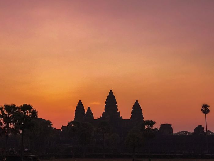 Travel Destinations Landmark UNESCO World Heritage Site Ancient Architecture Hindu Temple Buddhist Temple Temple - Building Dawn Sunrise Angkor Wat Sunset Sky Architecture Building Exterior Built Structure Religion Travel Destinations Place Of Worship Orange Color Belief Silhouette Building History Spirituality Nature The Past Tourism Travel No People Outdoors