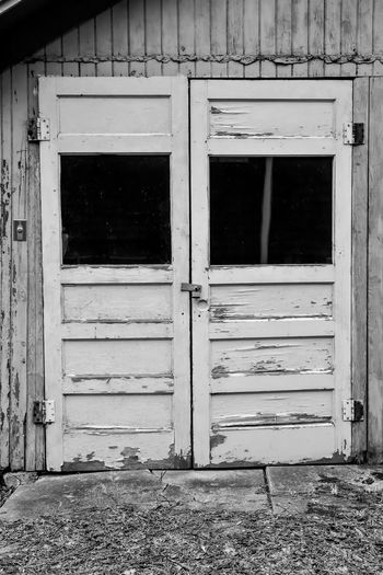 weathered wood barn door Bradley Olson Bradleywarren Photography Backgrounds Background No People Room For Text Room For Copy Copy Space Copyspace Vintage Old Weathered Weathered Metal Weathered Wood Old-fashioned Antique Built Structure Architecture Building Exterior Day Outdoors Building Door Entrance Window House Closed Abandoned Wood - Material City Run-down Remote Glass - Material Place