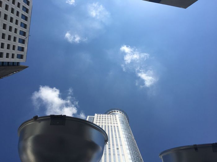EyeEmNewHere BoilingSky Boilingpoint Sunlight Low Angle View City Building Exterior Tall - High Tower Outdoors Talking_statues