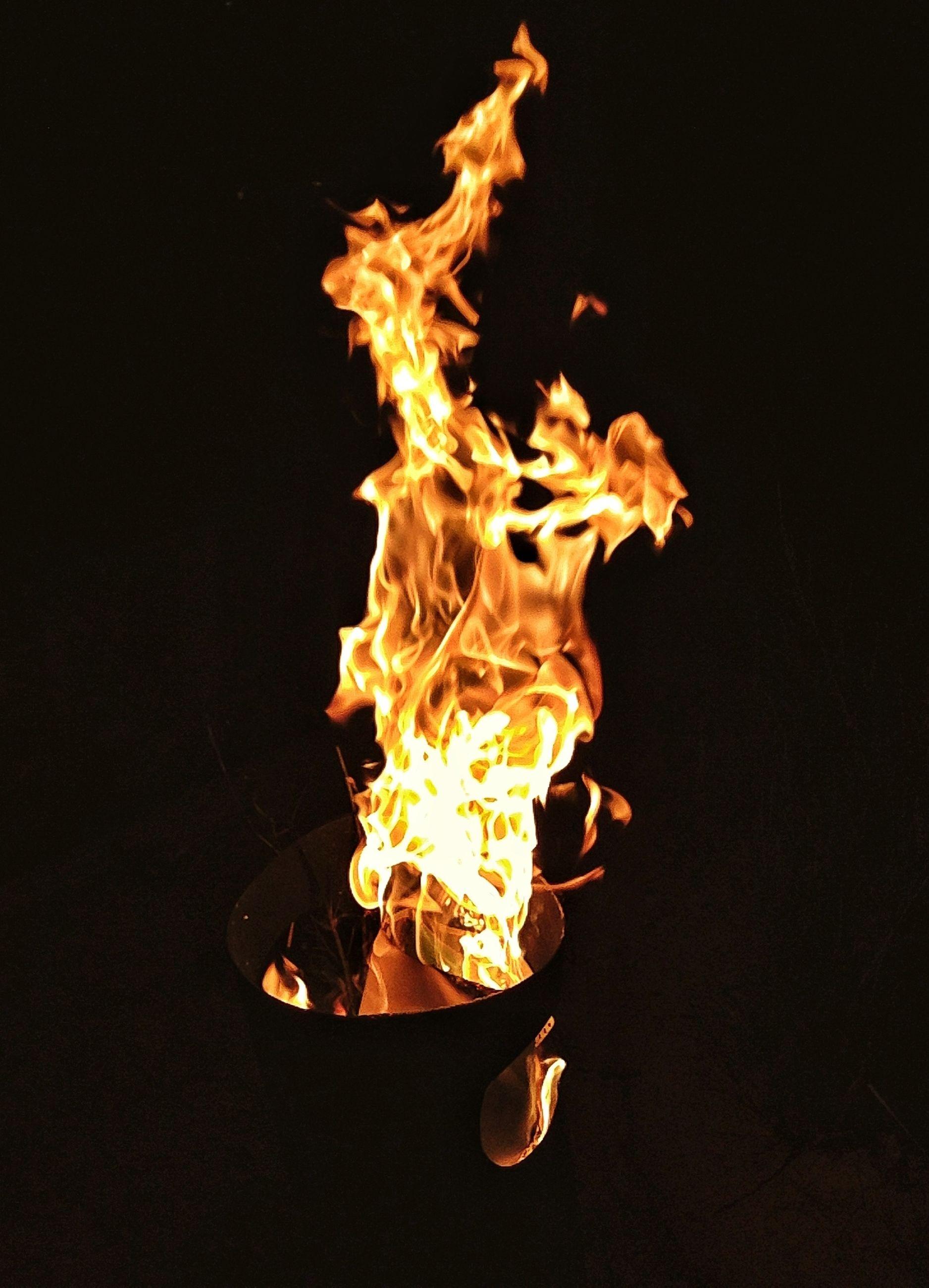 burning, flame, fire - natural phenomenon, heat - temperature, glowing, night, studio shot, black background, copy space, fire, illuminated, dark, close-up, bonfire, motion, heat, campfire, lit, orange color, firewood