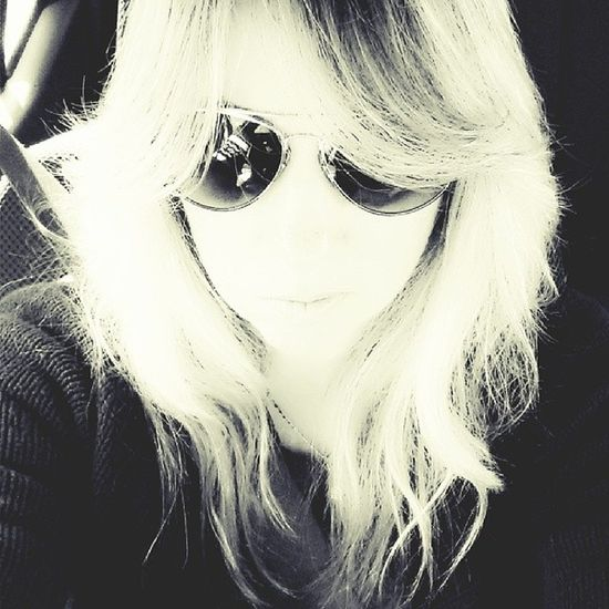 Sort of like the Steven Adler look I've got going on here. Gnr Stevenadler Gunsnroses Aviators raybans