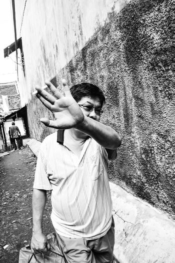 Relaxing Taking Photos That's Me First Eyeem Photo Check This Out Bnw Indonesianstreetfoto Humaninterestphotography Streetphotography Hello World Hanging Out Magnumphotos Bestculture Bnw_collection Street Art Enjoying Life