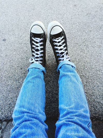 Lonely Shoes Converse Street Morning Girl Jeans Levi's Out Fashion