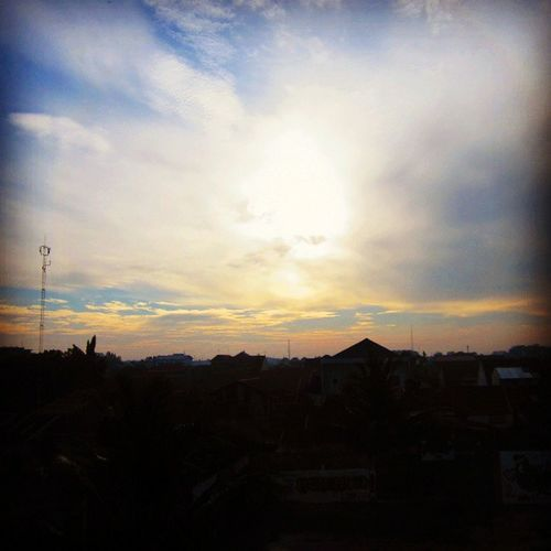 Gak kalah cantik Sunset depan rumah ini Instanusantara Instanusantaramedan Horasmedan Instagramers instamood igers sunset bestoftheday pictoftheday