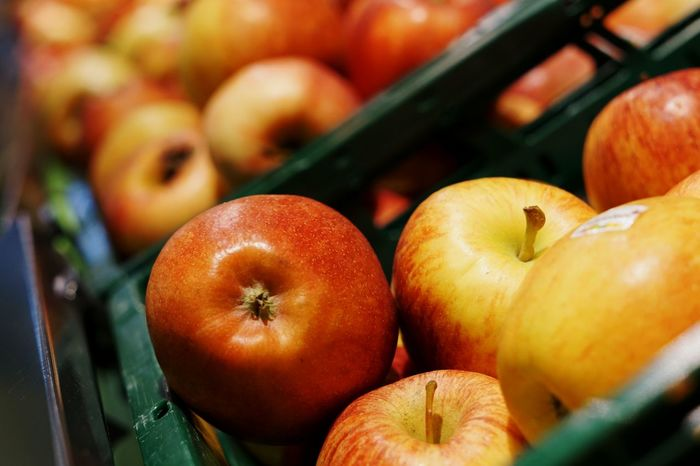 An apple a day keeps the doctor away. 🍎 Sony A6000 Stuttgart Eyeem0711 Stuttgart Supermarkt Market Sell Supermarket Rewe Nutrition Apple Apfel Gesund Fruit Fruits Freshness In A Row Elstar Gala Nutritious Shelf Fresh Food Regional Products EyeEmNewHere