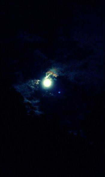 Enlightened night, beautiful moon 🌜🌝🌛🌙 Full Moon Moon The Moon EyeEm Moon Shots Nightphotography Night Clouds Into The Night Thursdaynight Night Sky Enlightened 😊