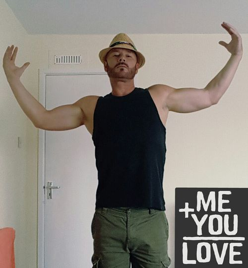 Selfie ✌ Self Portrait JustMe Hats Vest Shorts SpreadTheLove Spread Love Not Hate Selfie ♥ Beardlife Chilling ✌