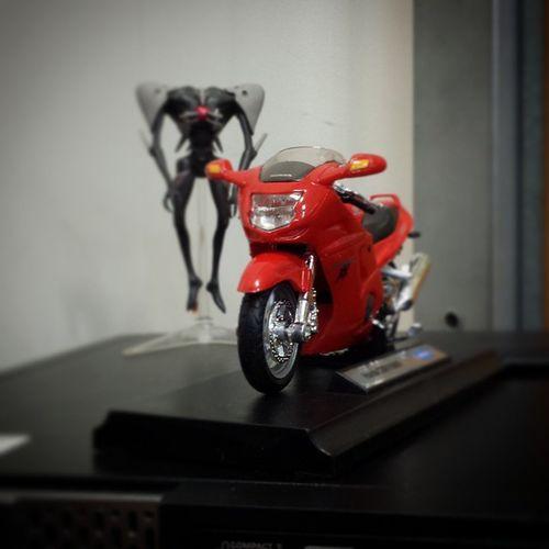 Veo q no soy el unico que quiere esta moto........ :/ Evangelion Sachiel Cbr1100xx Honda