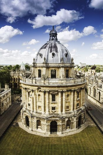 Radcliffe camera, Oxford. 🇬🇧 Radcliffe Camera Oxford England Libary University Oxford University Architecture Architecture_collection Architectural Detail Hello World Check This Out England🇬🇧 Travel Travel Photography Traveling Travel Destinations Travelphotography Travelling Tourism Tourist Overhead View Built Structure Building Exterior Buildings & Sky Taking Photos