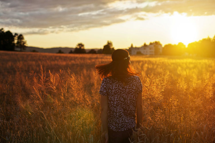 Alive  Cereal Plant Field Freedom Goldenhour Hair Happiness Happy Landscape Nature One Person Outdoors People Sky Summer Sunlight Sunset Sunsets Woman