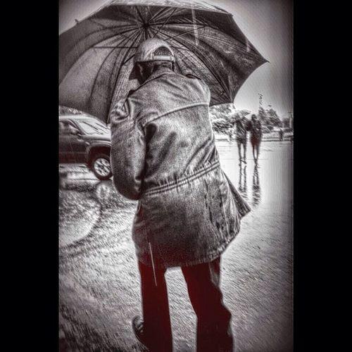 AddisPicOfTheDay Kiremet Kiremet AddisBnW Everydayafrica Streetphotography Bnwphotography FrensayLegasion Addis  Addisababa Ethiopia Africa AddisLiving AddisClassics Umbrella BirukGerbiPhotography