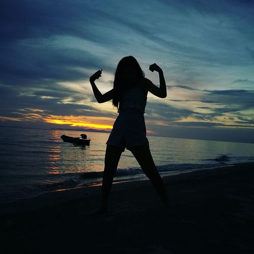 Sommergefühle Beach Sunset Silhouette Vacations Sea Night People Outdoors Cloud - Sky Sky Enjoyment Child Sand Nature