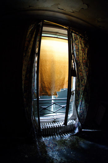 Architecture Day Exploration Urbaine Fenêtre Indoors  Moth4fok No People Radiateur Rideau Urbex Villa Villa De L'ambassadeur Volet Window Visual Feast The Photojournalist - 2017 EyeEm Awards BYOPaper! EyeEmNewHere Place Of Heart Sommergefühle EyeEm Selects