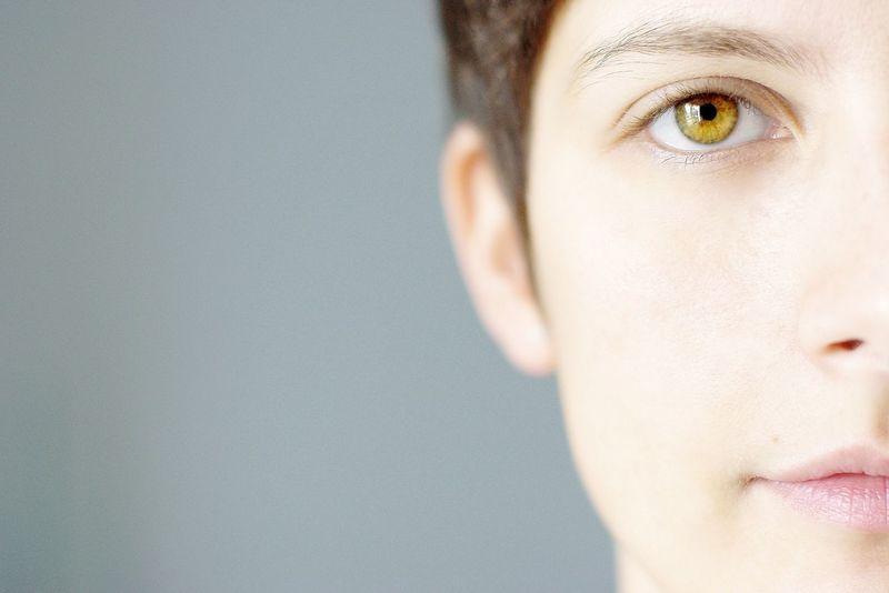 Portrait Halfportrait Woman Lightly Eye Haircut Shorthair