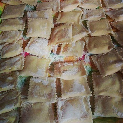 Volete sapere come realizzarli e cuocerli? La ricetta solo qua http://blog.giallozafferano.it/langolodelleprelibatezze/come-i-ravioli-ricotta/ Food Cucina Giallozafferano Ricette