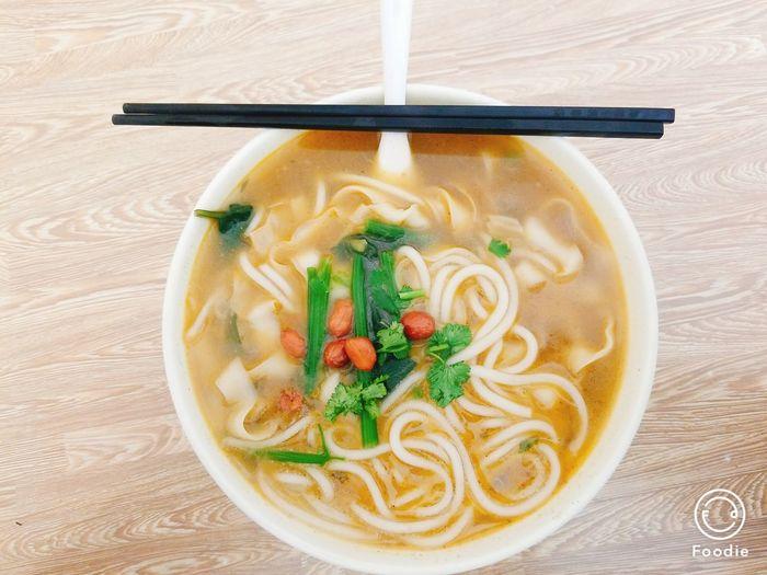 土豆粉&刀削面 刀削面 土豆粉 EyeEm Selects Appetizer Soup Vegetable Directly Above Gourmet Healthy Lifestyle Chopsticks Noodles Close-up Food And Drink First Eyeem Photo
