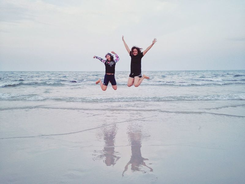 Jump Enjoying Life Joyful Joyful Moments Funny Smile Smile❤ Motion Happiness Sea And Sky Sea Life Happy Happy People Travel Thailand Trip Summer Summertime Sunset Sea Jumping Beach Cheerful Excitement Sister