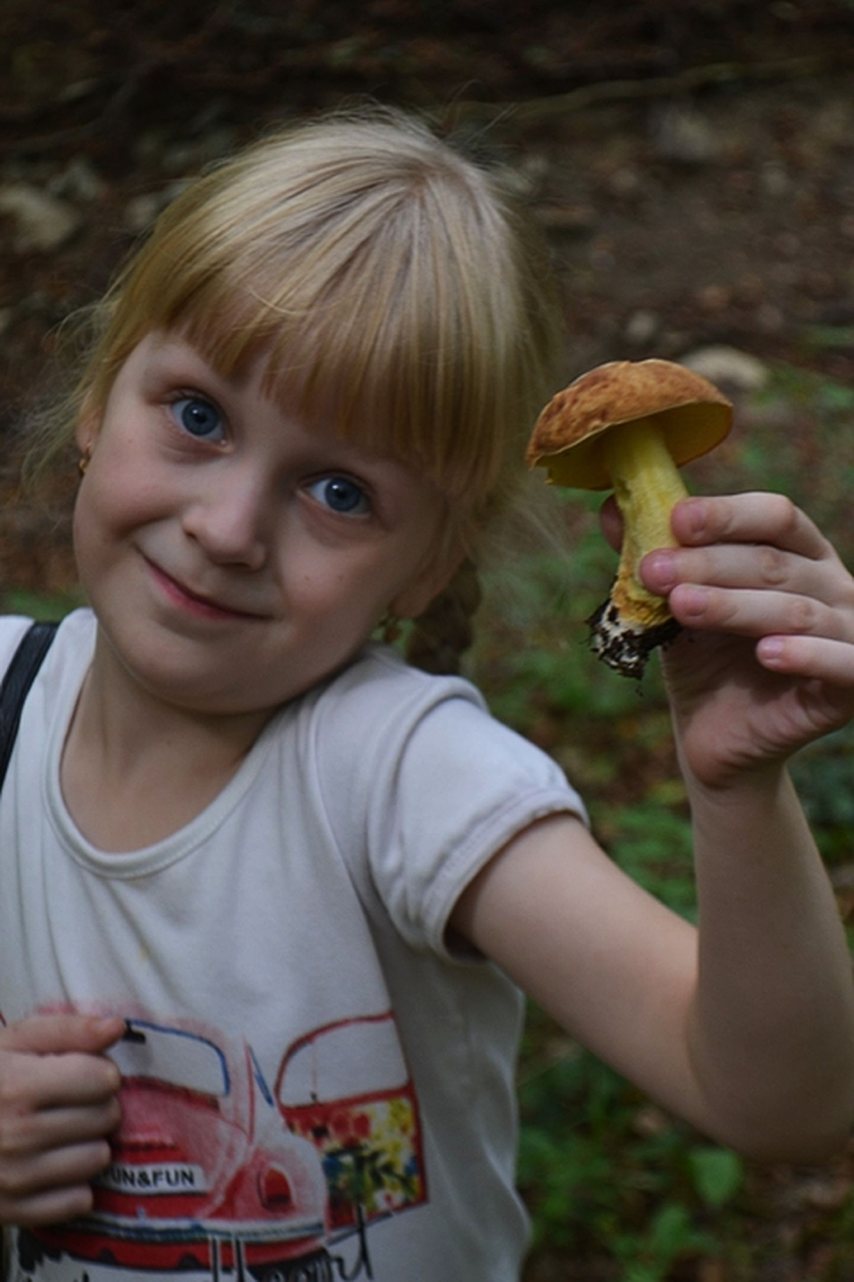 portrait, childhood, looking at camera, holding, one person, child, smiling, real people, front view, food, food and drink, land, focus on foreground, females, boys, fungus, mushroom, innocence, bangs, hairstyle