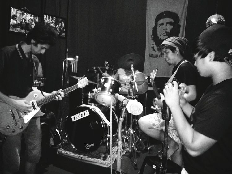 Go jamming with the band THESE Are My Friends Capture The Moment Jamming Session
