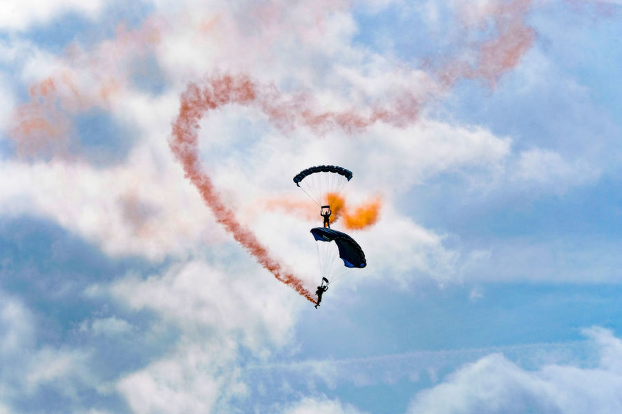 The Tigers Parachute Display Team in action at the Clacton-on-Sea Airshow 2017. Clacton-on-Sea Essex Essex Sunshine Coast Smoke Tigers Parachute Display Team Clouds Day Outdoors Parachute Sky The Week On EyeEm