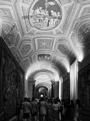 Adult Arch Architecture Ceiling Day Indoors  Large Group Of People Lifestyles Men Museum Ornate People Real People Travel Destinations Vatikan Women