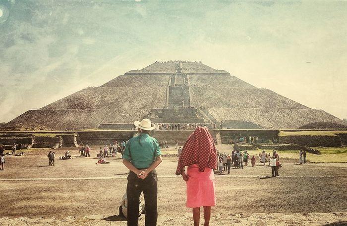 Teotihuacan Pirámides De Teotihuacan Piramide Del Sol Mexico Culture And Tradition Cultura Mexicana Cultura Amor Amor Eterno
