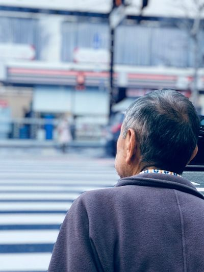 Old man EyeEm Selects Rear View One Person Men Real People Architecture Portrait Males  Headshot City Day Senior Adult White Hair Senior Men
