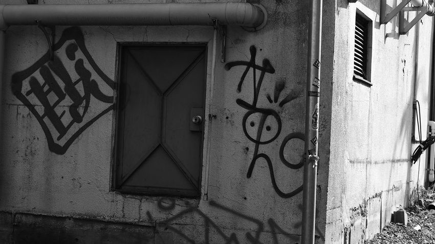 トマソン的な。 Monochrome CanonFD  Streetphoto_bw Tagging #oldlens