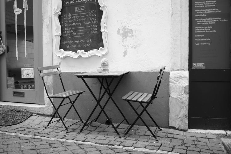 Architecture Built Structure Day No People Indoors  Chair Table Tableau Rest Relaxing Time Menu Coffee Time Snacktime Preto E Branco Black And White Noir Et Blanc